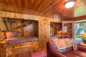 2 built-in bunk beds right in the cabin