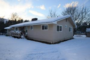 379 W Settlement Rd, Priest River, ID 83856