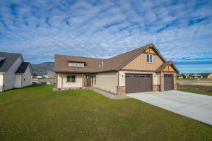 13725 N TREASURE ISLAND CT, Rathdrum, ID 83858