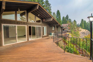 10728 N LAKEVIEW DR, Hayden Lake, ID 83835