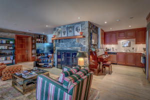 Executive Office/Guest Suite