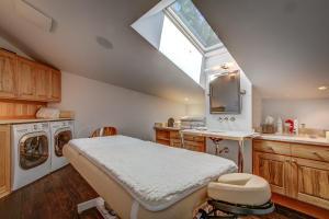 Beach Pavilion Massage Room