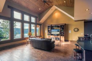 Vaulted Ceilings and big lake views, solid wood floors and entertainment center