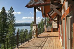 Perfect for outdoor extended living, with western sunset views you'll bask in the Coeur d' Alene summers and wish you would never have to leave!