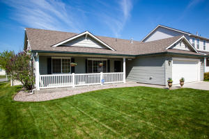 Great single level in desirable Montrose Subdivision!