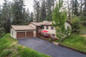 4 bedrooms, 2.5 baths, 3142 sf update home on over 5 acres with a shop. Deeded Hayden Lake access plus a seasonal creek that runs through the property.