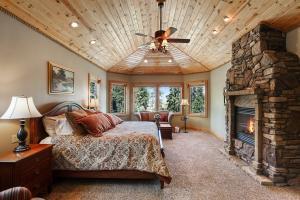 Floor to ceiling stone gas fireplace, bay windows, ceiling fan
