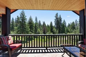Enjoy the beauty of North Idaho while wildlife meanders through the natural landscape