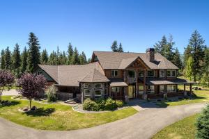 Exceptional haven located in the desirable Harbor View Estates