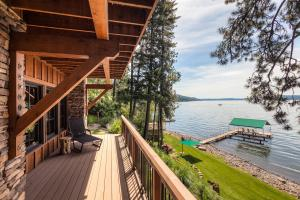 Spectacular setting and home. Like life at it's finest. Boating, enjoy family and friends playing on the beach, in the water, and the wildlife. Rustic elegance redefined.