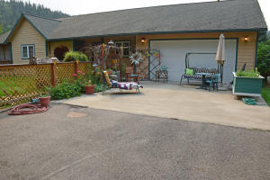 6900 Alpine Ct, Bonners Ferry, ID 83805