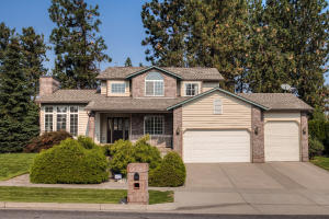 Spacious 4 Bedroom home in the desirable Highlands Golf community. 3494 SF, 3 car garage - one is extra tall for Boat or RV storage