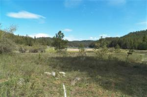 4 S Beaver Lake Road, Athol, ID 83801
