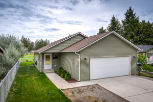 32664 N 3RD AVE, Spirit Lake, ID 83869