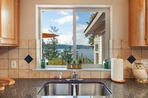 Enjoy lake views while washing dishes!