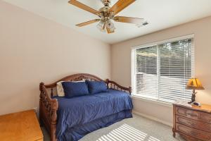 Light & bright 5th bedroom with trundle bed and ceiling fan