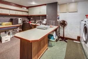 Basement Office & Laundry