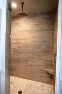 RR Master Bath-3