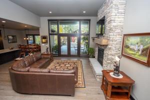RR Living Room-1