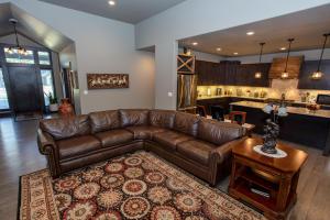 RR Living Room-4