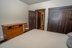 RR Bedroom2-3