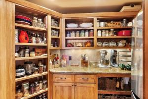 Superb Butler's Pantry