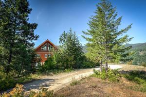 700 Caribou Creek Rd, Sandpoint, ID 83864