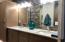 Master bath, double vanity, quartz counters, under-mount sinks