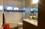 2nd full bath, tub, quartz counters
