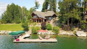 301 Shannon Ln, Dover, ID 83825