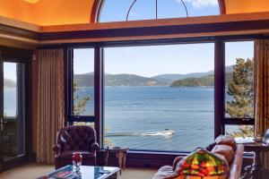 Vast views of Coeur d'Alene Lake with beauty throughout all four seasons