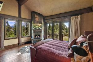 "Natural stone fireplace, 30"" flat screen tv, private martini deck and abundant natural light"