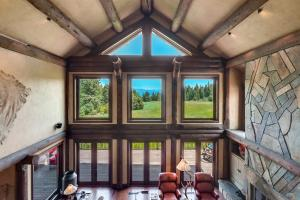 Stunning mountain and pastural views - peace, quiet, tranquility - a home for your lifestyle