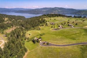 Large, private .82 acre homesite at the end of the cul-de-sac. You'll love the privacy yet being a part of the Black Rock Community. Membership is optional, beach and boatslips available.