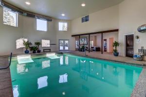 Indoor Pool w/Dehumidifier