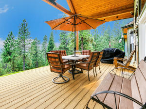 Beautiful southern views from 1,300 sqft wrap around composite deck. Gas BBQ hook-up.