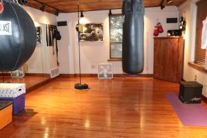 Living space w/hardwood flooring