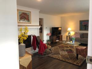 Living Room-1024x768