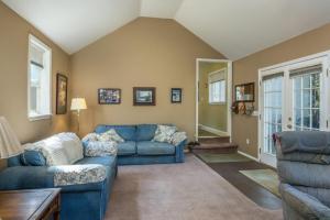 Back living room 2