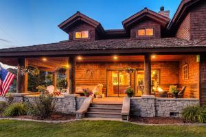 Incredible Wrap porch & firepit