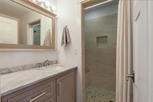 Guest Apartment Full Bathroom