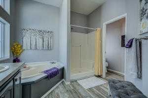 Master jetted tub & walk in shower