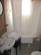 ONI Bartoo Suite bathroom