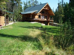 627 Gray Wolf Rd, Bonners Ferry, ID 83805