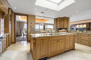 17 Kitchen