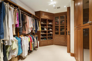 25 Master Closet