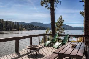 Hayden Lake waterfront home featuring stunning panoramic views of the lake and surrounding mountains! 75 feet of waterfront 2 bedrooms and 1 full bath, great entertaining deck. Perfect summer cabin, sandy beach!