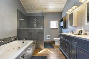 West Suite Bathroom