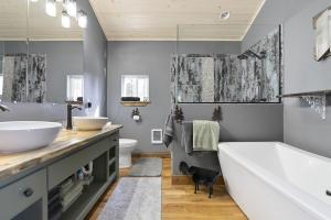 East Suite Bathroom
