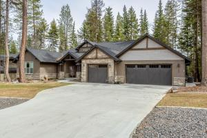 .7 Acres and 2998 SF 3 or 4 Bedrooms and 3 baths of Custom Beauty